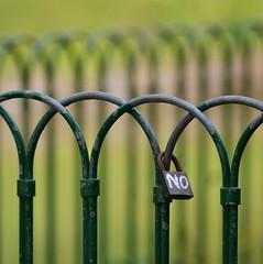 (robra shotography []O]) Tags: green fence nikon bokeh no padlock hff lucchetto sooc af180mmf28 fencefriday