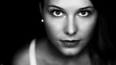 Vivien... (lichtflow.de) Tags: portrait bw woman girl face canon wow nice eyes gesicht ef50mmf14 sw augen frau eos5dmarkiii