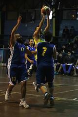 TUCAPEL VS WOLF__41 (loespejo.municipalidad) Tags: chile santiago miguel azul noche amarillo bruna silva deportes jovenes balon rm adultos alcalde competencia basquetbol loespejo