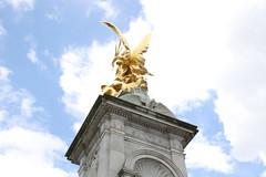 Victoria Memorial (marie.holler) Tags: uk travel summer england sky tourism memorial palace victoria buckingham