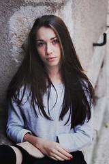 Lonie (Mava D Photographie) Tags: light portrait colors face canon 50mm model eyes freckles intensity canon1100d