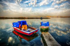 Colours of sea, Izmir (Nejdet Duzen) Tags: trip travel blue red sea reflection green turkey boat cloudy jetty trkiye deniz mavi iskele sandal izmir yeil yansma turkei krmz seyahat bostanl bulutlu maviehir