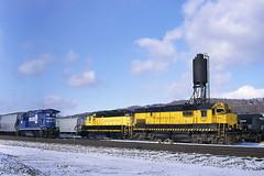 NYSW 3006 & TPW 2066 (LV 312) Tags: railroad train ns localtrain freighttrain norfolksouthern super7 alco emd tpw gp20 binghamtonny nysw toledopeoriawestern newyorksusquehannawestern c430 b237r ns4098 gelocomotive alcolocomotive alcoc430 emdlocomotive trainsinsnow emdgp20 bh11 winterrailroading southerntierline newyorkssoutherntier tpw2066 geb237r nysw3006
