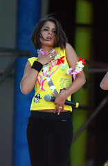 T4s Pop Beach (girls_aloud) Tags: greatbritain concert norfolk performing pop ring number badge onstage layers greatyarmouth slogan wristband customise hawaiianflower yellowvest