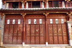 490 Yunnan - Tonghai (farfalleetrincee) Tags: china door travel house tourism asia village adventure guide yunnan streetview 云南 tonghai 通海县