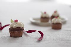 Felicidades Sandra! (Graella) Tags: stilllife food breakfast postre dessert cupcakes eat happybirthday cumpleaos dulce fondant buttercream celebracion reposteriacreativa