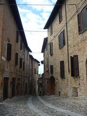 Castell'Arquato (SixthIllusion) Tags: street travel italy medieval medioevo castellarquato
