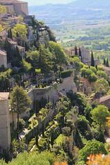 Gordes et ses murs vgtaux ... (marycesyl,) Tags: france provence gordes