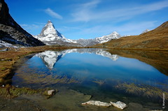 das Matterhorn (welenna) Tags: alpen autumn alps switzerland snow schnee see schwitzerland sky swiss steine stone berge blue mountains mountain matterhorn view landscape lake light wasserspiegel water wasser relief reflection reflexion riffelsee