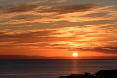 El Sol de la media noche. (David Andrade 77) Tags: travel viaje sea sun sol landscape mar iceland islandia agua outdoor paisaje cielo puestadesol naranja ocano medianoche