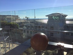 Catch a sliver of the ocean from the top of Santa Monica Place! (bageltam) Tags: santamonica santamonicaplace