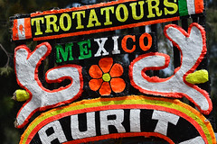 Xochimilco trajinera colours (Thomas Roland) Tags: city travel summer colour by america de mexico boats sommer central ciudad tourist colourful amerika xochimilco trajinera både rejse mellemamerika