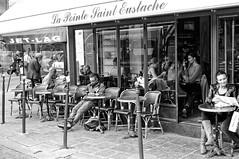 À La Pointe Saint Eustache (Paolo Pizzimenti) Tags: paris film café table paolo femme olympus f18 miracles lunettes zuiko saxophone couleur homme gens omd visage argentique 25mm chemise musicien em1 doisneau pellicule m43