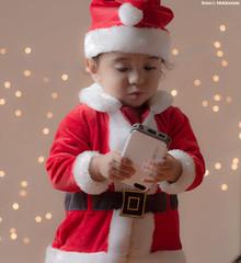 IMG_1243 (saraelym1) Tags: santa christmas light baby white cute boys canon children 50mm navidad luces kid kiss niños bebe d100 fotografia sl1 diversion clos navideña foquitos 1año5meses
