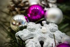 Stroik - biało-srebrno-fioletowy nr 3 / Wreath - white, silver and purple no 3 (PawelPL) Tags: christmas white snow canon silver holidays shine hand purple handmade decoration balls garland made wreath ornaments 7d śnieg srebrny połysk śniegu biały święta bombki narodzenie boże fioletowy wianek ozdoba płatki dslrsnowflakes