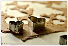 in der Weihnachtsbckerei..... (mayflower31) Tags: keks advent herz teig weihnachtsbckerei keksformen