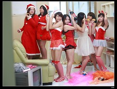 nEO_IMG_DP1U8952 (c0466art) Tags: christmas door school girls light red party portrait music color cute home nature girl canon happy dance doll pretty play classmate sweet meeting indoor next enjoy around feeling lovely activity fool 1dx c0466art
