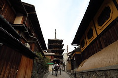 Pathway (Teruhide Tomori) Tags: travel house building japan architecture temple pagoda town wooden construction kyoto traditional    nippon gion  japon