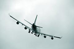 Passage bas (jeangrgoire_marin) Tags: monochrome corsair boeing airliner jumbo b747400 lffq