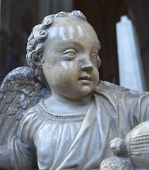 Uppsala domkyrka (Lotsig) Tags: church statue angel interior catedral angels uppsala inside marble kyrka domkyrka domkyrkan interir marmor kyrkan staty ngel nglar inuti ubfk