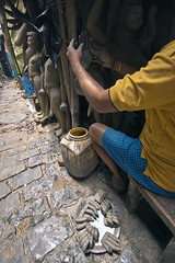 @ Kumortuli (Kals Pics) Tags: kolkata india westbengal festival dasara dhasara dussehra incredibleindia cwc roi kumartuli kumortuli man sculpture sculptor statues art hands god huma goddessofwar goddesskali durgadevi pov perspective life people travel chennaiweelendclickers rootsofindia culture tradition history myth legend culturalindia divineindia mythology kalspics