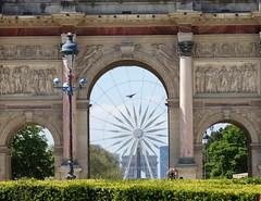 L'arc fait la roue (Jeanne Menj) Tags: paris arcdetriomphe carrousel granderoue roue