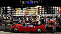143/366 : Flava -  (hidesax) Tags: leica red japan wall rainbow colorful beetle hats x saitama hatter flava vario ageo 365project 366project 143366 hidesax  366project2016