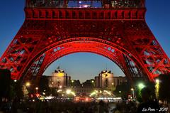 Piliers Rouge (La Pom ) Tags: paris rouge nice tour nation eiffel bleu hommage dame blanc fer drapeau tricolore victimes attentats
