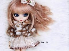 Lilli in furs... (pure_embers) Tags: uk pink winter white cute fur photography eos doll dolls cocktail wig cape pullip pure embers lilli leeke obitsu leekeworld pullipeos pureembers