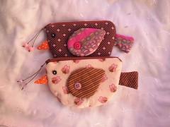 Porta-moedas Passarinho (Cida Artes) Tags: de rosa passarinho botão poa passaro tecido portamoedas corujinha