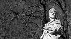Atalfo, rey de los godos / Ataulf, king of the Goths (Ramon Oria) Tags: parque sculpture espaa statue de real la spain florida 1750 oriente estatua gala vasco goths vitoria palacioreal pais palacio palaciodeoriente godo barbarians 1753 barbaros visigoths ataulfo visigodo placidia godos visigodos parquedelaflorida ataulf    martinsarmiento