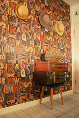Interior (RD1630) Tags: ukhamba woven container suitcase letter buchstabe typo typography interior brown koffer hat wall wallpaper