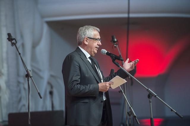 Hans Christian Schmidt addresses reception hall