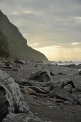 Ambiance de bord de mer (juliecarmen.fahy) Tags: light sunset sea newzealand sky sun west beach clouds landscape island coast rocks dusk south shore nz seashore