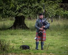 Solo Piping (FotoFling Scotland) Tags: scotland kilt argyll event highlandgames bagpipe inveraray meninkilts solopiper solopiping inverarayhighlandgames