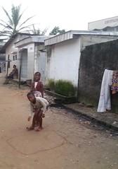KInderspiel, Newbell, Douala