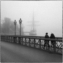two pair and one ship (stejo) Tags: street two fog ship stockholm pair streetphotography lanterns streetphoto lamps skeppsholmen dimma skepp analogt lyktor afshapman