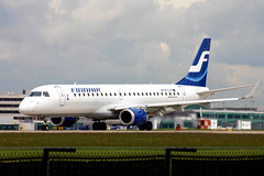 Finnair OH-LKF (Howard_Pulling) Tags: camera man canon manchester photo airport 300d photos aircraft may picture flughafen 2007 flug howardpulling