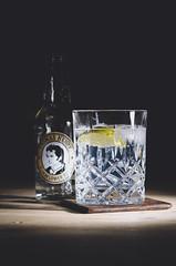 Gin & Tonic (Manuel Ulrich) Tags: ice water dark nikon key drink flash low cocktail alcohol lime gin blitz eis tonic alkohol dunkel tanqueray limette elderflower rangpur d5100 yungnuo
