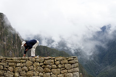 (thekevinchang) Tags: mountain peru ruins tourist repair maintenance worker machupicchu