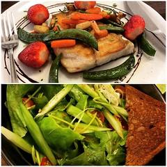 มื้อเช้า ไปจ่ายตลาด ซื้อของมาให้เชฟทำ ปลากะพงขาวย่าง ถั่วหวาน หน่อไม้ฝรั่ง แครรอท เห็ดออริจิ สตอเบอรี่ ส่วนสลัดผัก มีแตงกวาญี่ปุ่น ต้นหอมญี่ปุ่น บัตเตอร์เฮด มะเขือเทศราชินี น้ำสลัดญี่ปุ่น ทานคู่กับขนมปังโฮลเกรน @do_oh_foods #food #health #healthy #morning