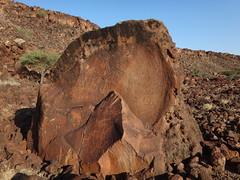 Kenia. Loyangalani. Grabados rupestres en el sitio de Marti Rock (escandio) Tags: kenia 2014 rupestre loyangalani viajealturkana