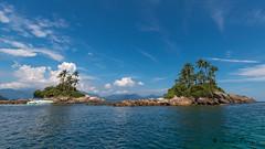 Ilhas Botinas (..Javier Parigini) Tags: sea brazil praia brasil riodejaneiro mar nikon flickr playa ilhagrande angradosreis nikkor f28 oceano d800 islagrande 1424mm ilhabotinas javierparigini ilhabotinhas
