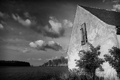_MG_5709KB (grzegorz_63) Tags: trees sky bw house field clouds forest canon70d