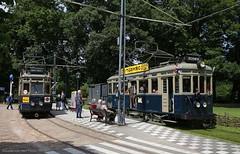 Overstapje (Maurits van den Toorn) Tags: tram tramway streetcar trolley strassenbahn villamos tranvia elctrico a327 a106 nzh blauwe arnhem openluchtmuseum museum museumtram