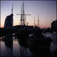 Bremerhaven Analog 2016 (510) (Hans Kerensky) Tags: rolleiflex automat 35a 6x6 tlr lens schneider xenar 135 75mm fujicolor pro 160ns film scanner plustek opticfilm 120 bremerhaven museumshafen harbor evening