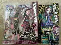 Went back to TRU today and the selection this time was a lot better than my last stop! Soooo I picked up these 3 beautiful monsters  (Venus_Forever) Tags: pack 2 dkay moanica draculaura demew catrine shriekwrecked 2016 reboot mattel new doll dolls high monster