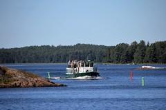 IMG_0141 (www.ilkkajukarainen.fi) Tags: vesibussi sea boat reimari ranta saaristo espoo espoon suomi finland europa eu scandinavia saaristokierros mets puu puut forest three mnty