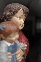 Courmayeur - pezzo unico eseguito a mano (Alberto Cameroni) Tags: courmayeur vetrina artigianato scultura poesia emilydickinson leica leicaxtyp113