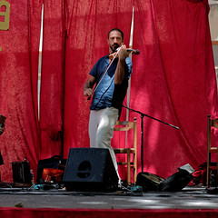 CREAVUE-ARLES. (thierrymuller) Tags: arles art elpadrepicture thierrymuller photo photographie d610 nikon85 france french frenchtouch musique music mamanano nikonpassion nikon violon convivencia officinazoe musicien